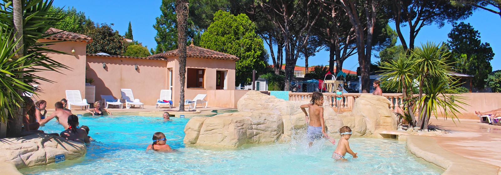 Relaxation pool at camping les cigales